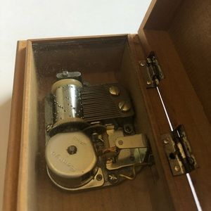 Holiday - Vintage Music Box